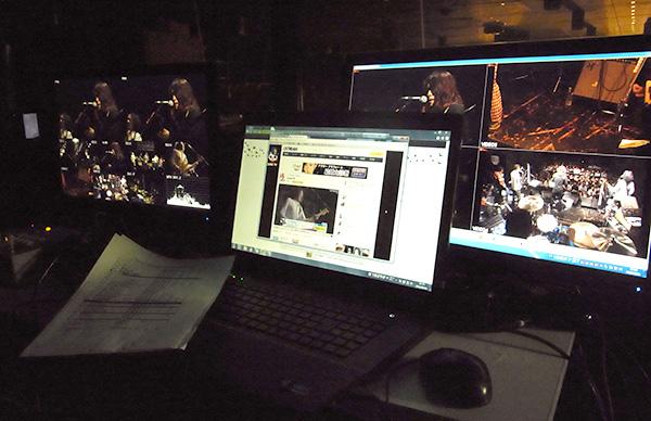左からスイッチャーモニター、USTREAM配信画面、HD-SDI4CHレコーダーIXJ画面