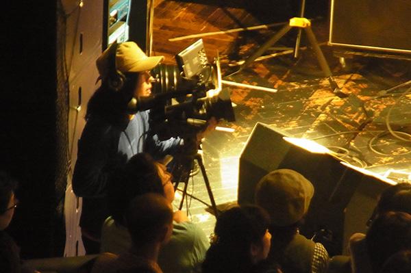 ステージ前有人カメラ
